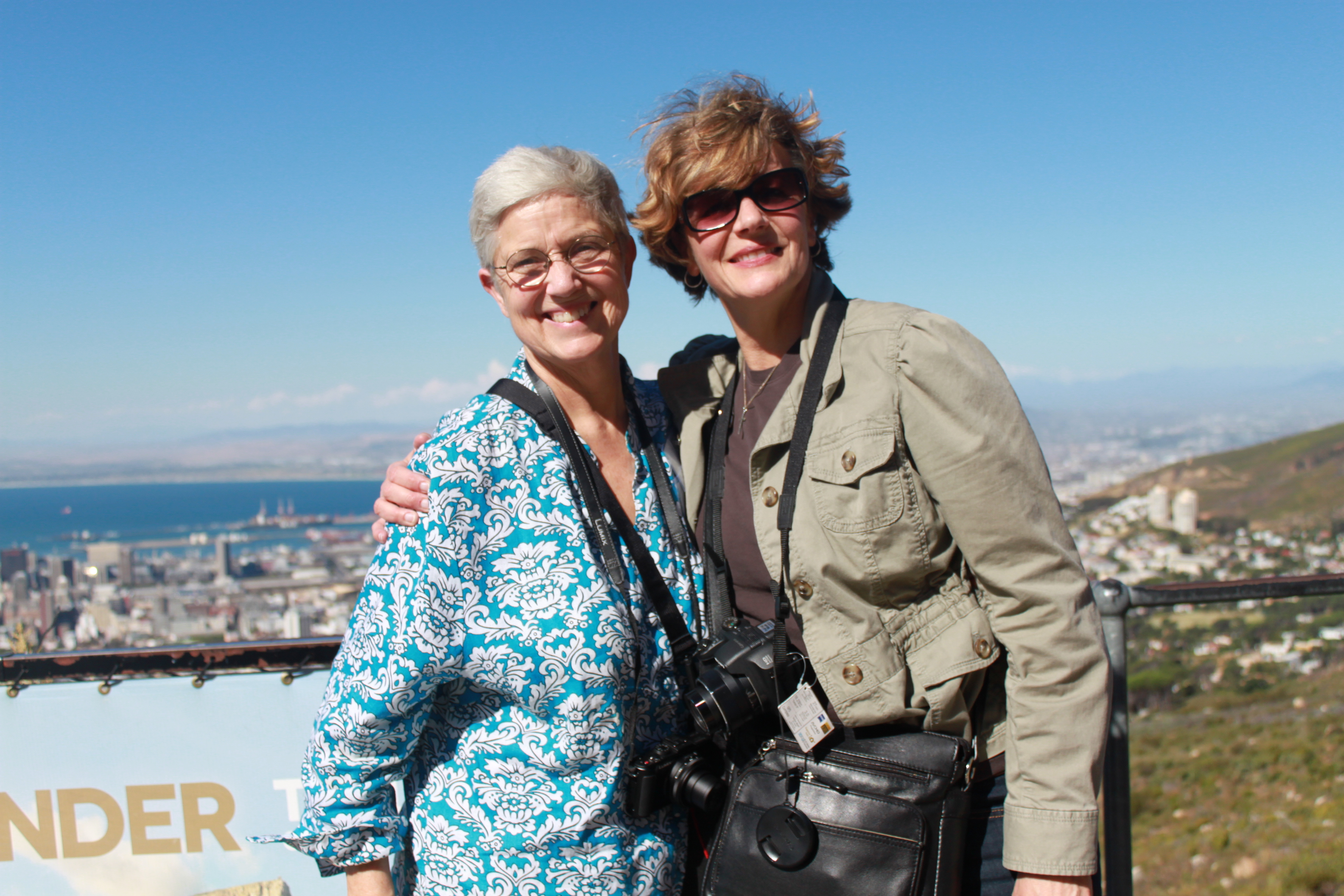 San Francisco lesbian philanthropists Tracy Gary, left, and Jody Cole, right, two of the 17 participants in Atlantic Philanthropies LGBT donor tour of South Africa. (Photo: Inka von Sternenfels)