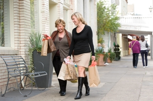 Women shopping in downtown Sonoma. (Photo: Courtesy of the Sonoma Visitor's Bureau)