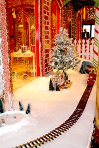 The train circling the elves' workshop at the Giant Gingerbread House in San Francisco. (Photo: Super G)