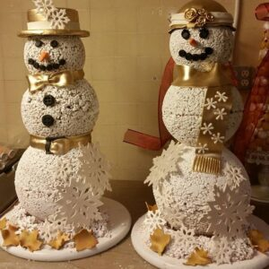 Mr and Mrs. Snowman by Executive Pastry Chef Kimberly Tighe at the Fairmont San Francisco (Photo: Instagram /pastrychef.kimberly.tighe)
