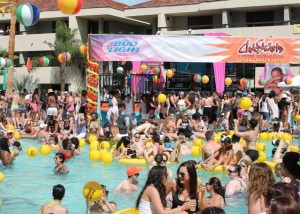 Dinah goers splash around in the pool and dance under the sun at The Dinah's Saturday Pool Party during the celebration's 25th anniversary in 2015. (Photo: Super G)