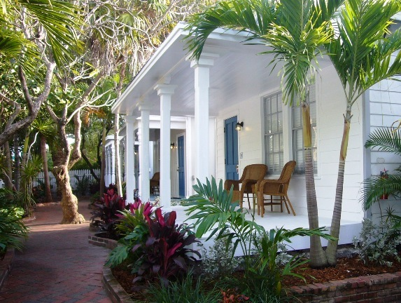 The courtyard cabins at the Lighthouse Court Inn in Key West, Florida. (Photo: http://www.historickeywestinns.com)