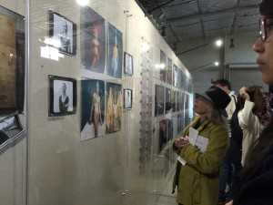 """The """"Women: New Portraits"""" exhibit attracts 100s of fans of Annie Leibovitz's work at Crissy Field in the Presidio. (Photo: Heather Cassell)"""