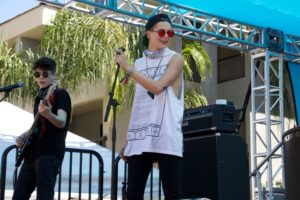 Madison Paige has fun on stage at The Dinah in Palm Springs, California. (Photo: Nicole Clausing)