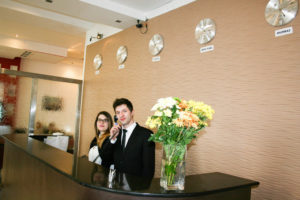 Customer service and greeting is half-hearted at the Cromwell International Hotel. (Photo: Hotels.com)